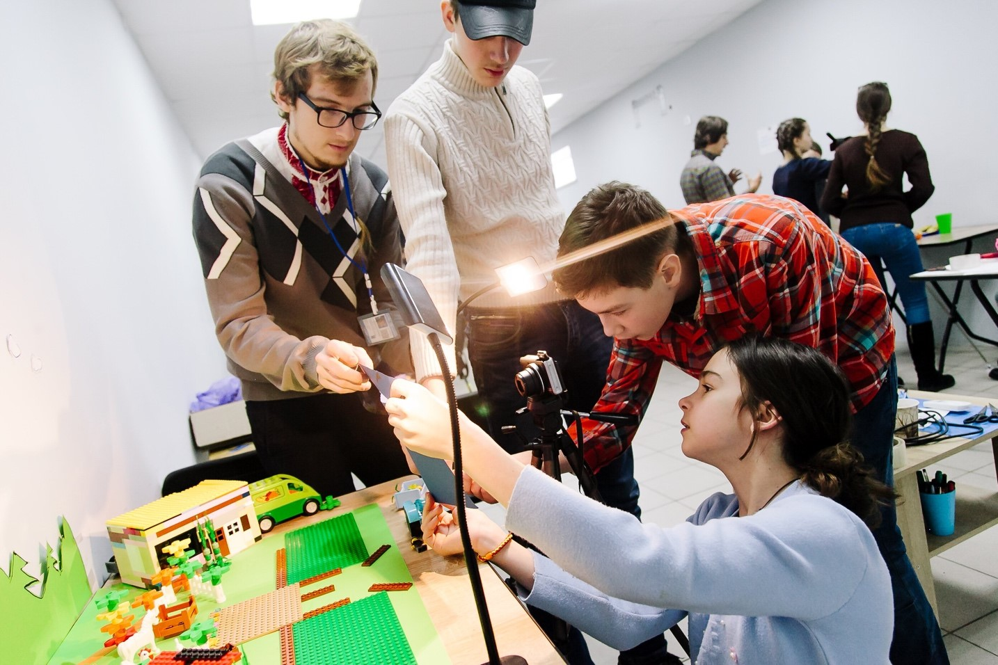 """UN Volunteer Andrei Lahunou (left) during a """"Peace and Justice"""" animation workshop organized in Kramatorsk, Ukraine in February 2017."""