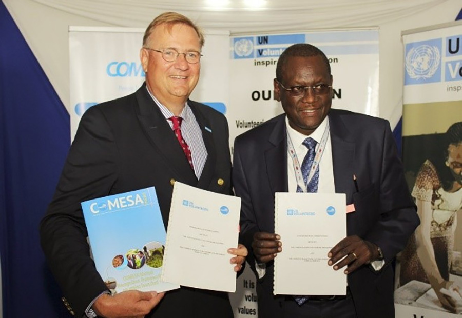 UNV Executive Coordinator Richard Dictus (left) and Ambassador Dr. Kipyego Cheluget, ASG of the Common Market for Eastern and Southern Africa (COMESA) (right) sign a MOU to establish the COMESA Youth Volunteer Scheme.