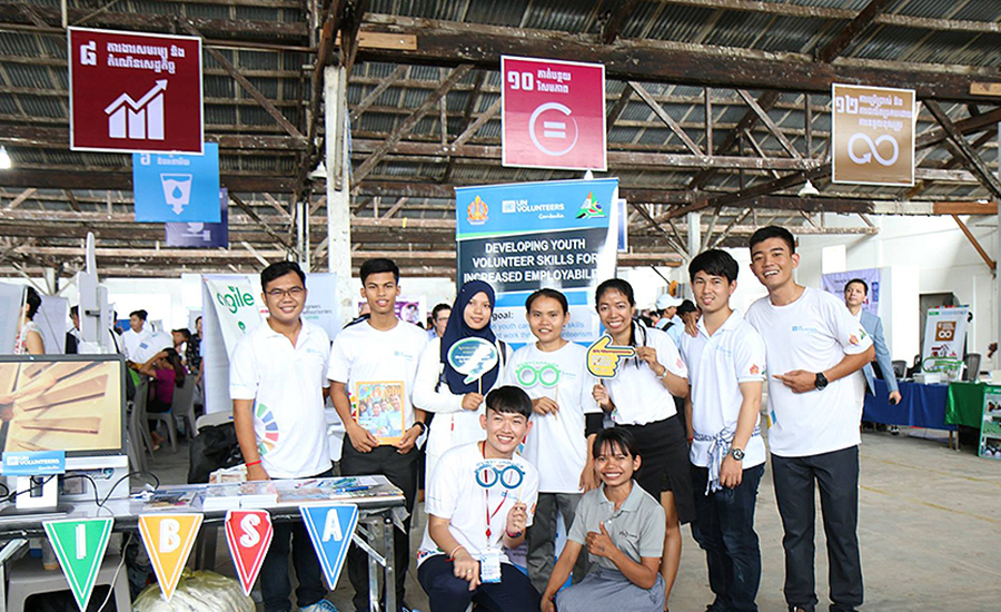 Developing youth volunteer skills for increased employability through the UNV-IBSA Fund project in Cambodia.