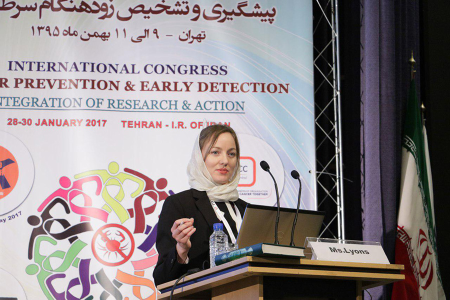 Gemma Lyons, UN Volunteer Technical Officer on the WHO Cancer Control Programme, presents WHO's regional recommendations on early diagnosis of cancer at an international conference in Tehran, Iran.
