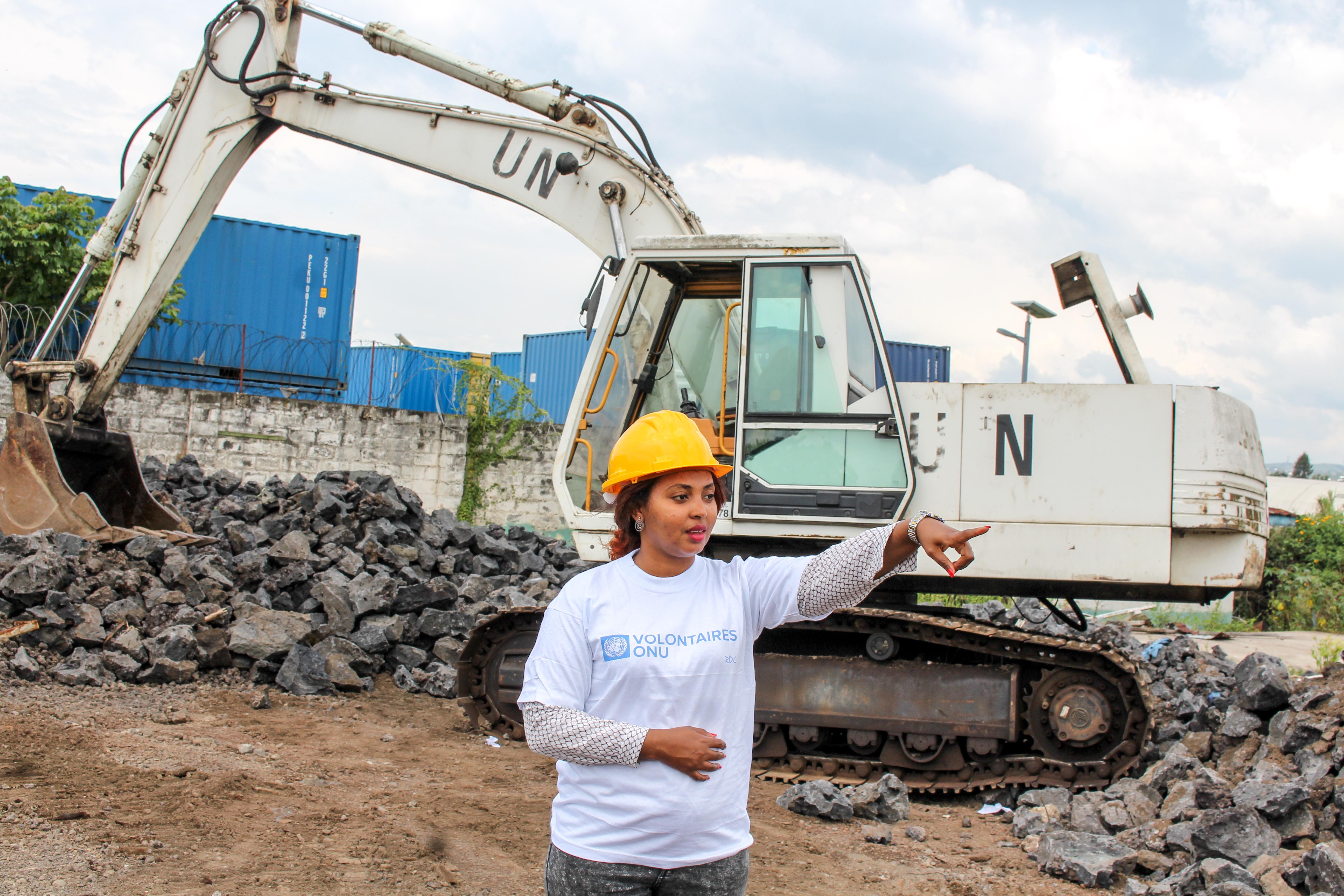 Hanan Ahmed, Volontaire ONU internationale supervise les travaux de l'aérogare de l'aéroport de Goma (Nord Kivu), en République Démocratique du Congo (Faivre, programme VNU, 2016).