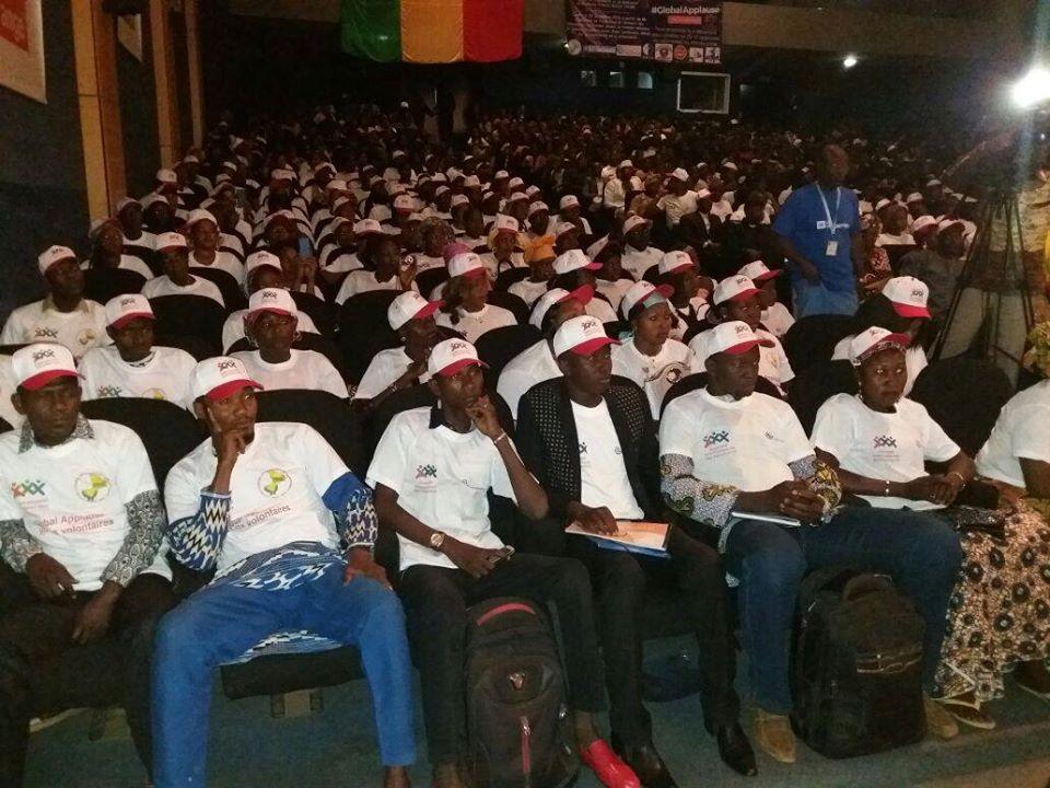Plusieurs centaines de volontaires ont assisté à la cérémonie de la JIV, 100 d'entre eux ont prêtés serment pour leur nouvelle affectation comme volontaire nationaux (programme VNU, 2016)
