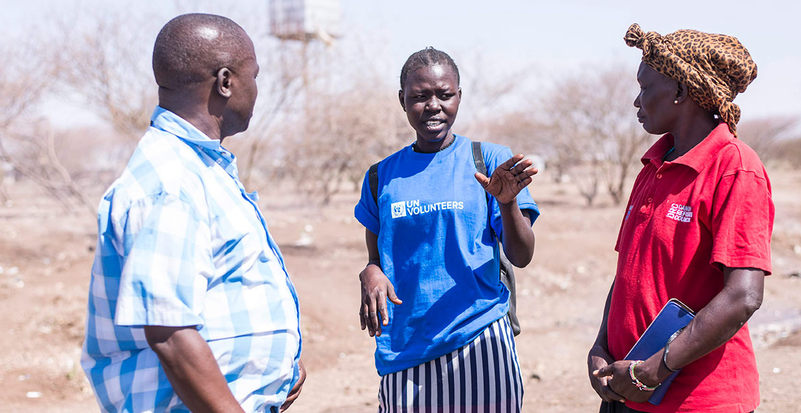 A UN Community Volunteer in Kakuma Refugee Camp during a community service activity through the UNHCR-UNV Refugee Outreach Volunteers Project.