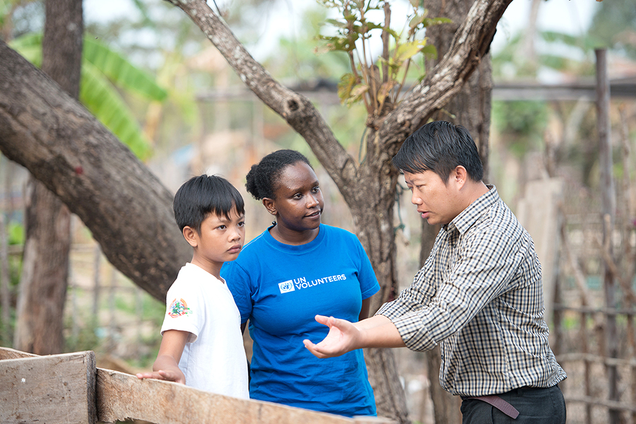 UN Volunteer, Monitoring and Evaluation Officer, Norah Ngeny (Kenya) and her colleague discuss eco-tourism opportunities, Savannakhet, Lao PDR.