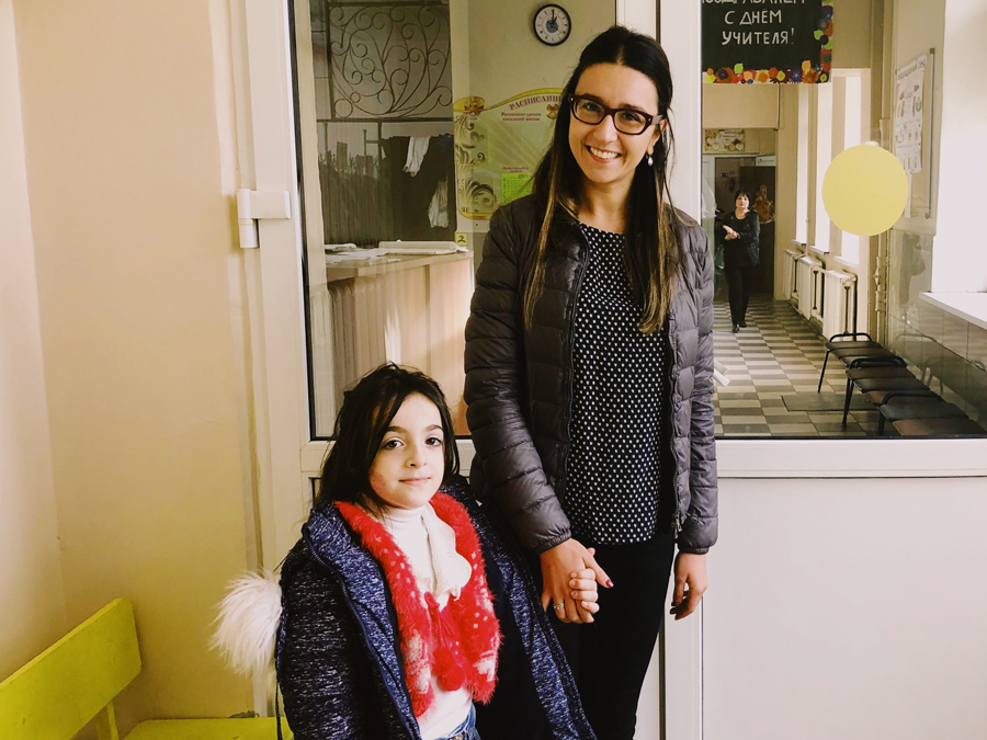 Yulia Gershinkova, UN Volunteer with UNHCR, with Ghazal, Syrian refugee, on her first day of school in Moscow
