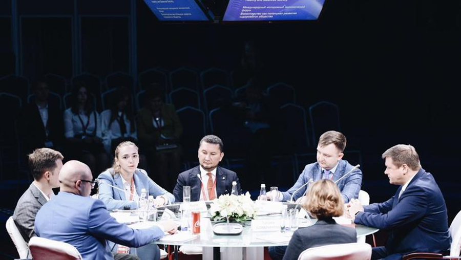 UNV Deputy Executive Coordinator Toily Kurbanov (centre) takes part in the St. Petersburg International Economic Forum end May 2018.
