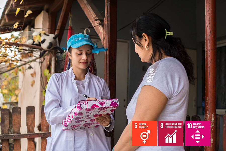 Sabina Drmaku (left) is from the Roma community and serves as a UN Community Volunteer with the United Nations Development Programme in Serbia. Here she is seen at the Community Health Centre in the municipality of Beočini.
