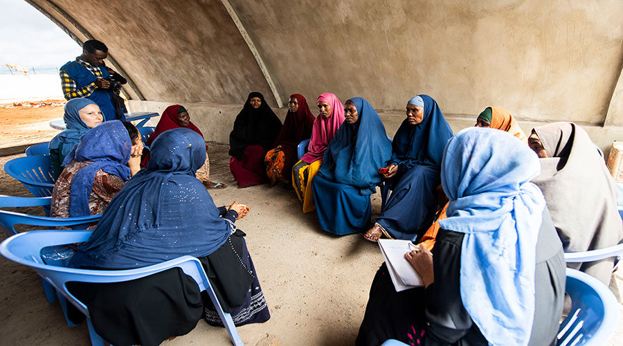 Leena Saarinen (Finland, first on the left) serves as a UN Youth Volunteer Support Officer with the Durable Solutions Programme of the International Organization for Migration in Somalia. Here, she engages with women, youth and partners in Baidoa.