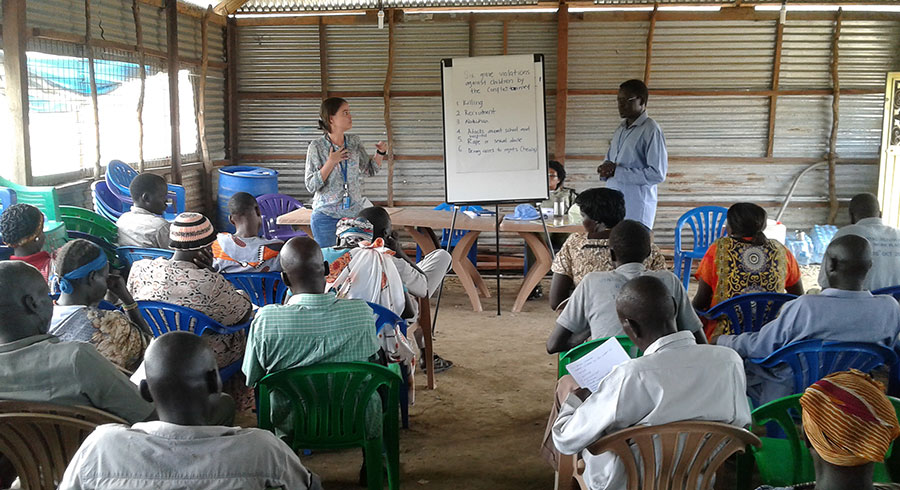 Angela Tovar (Colombia), UN Volunteer Child Protection Officer with the United Nations Mission in South Sudan (UNMISS), raising awareness of violations of children's rights.