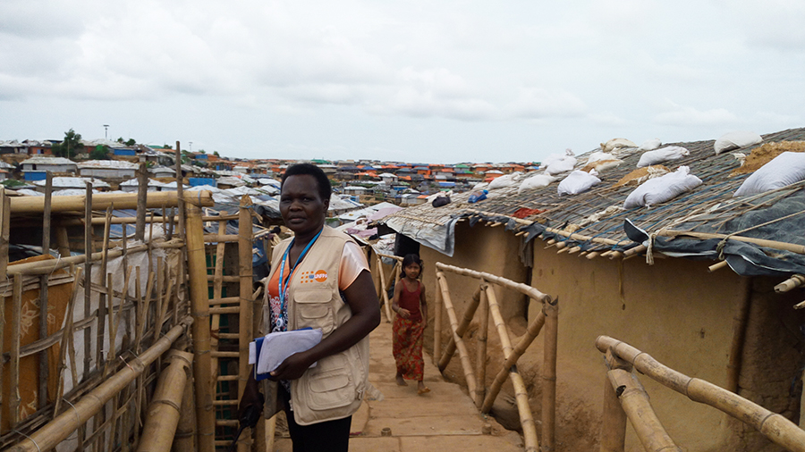 UN Volunteer Bakoko Matua Joyce on the way to a UNFPA-supported facility that is difficult to access.