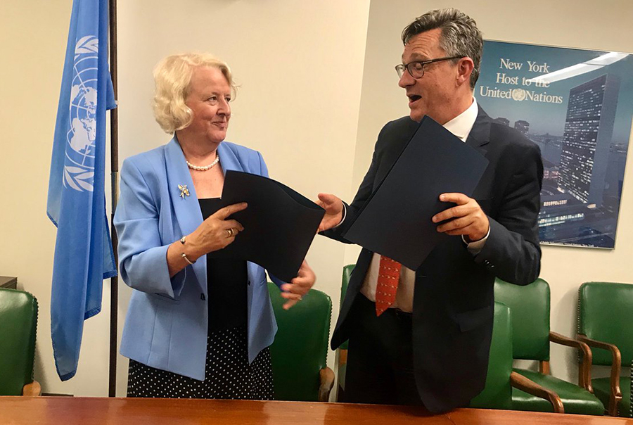 Under-Secretary-General for Management Ms JanBeagle and UNV Executive Coordinator Olivier Adam sign the Memorandum of Understanding in New York.