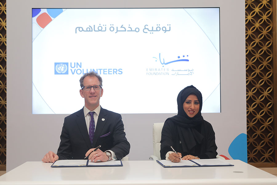 Jason Pronyk (left), UNV Regional Manager for Arab States, Europe and CIS, and Maytha Al Habsi (right), CEO of Emirates Foundation, signing the Memorandum of Understanding