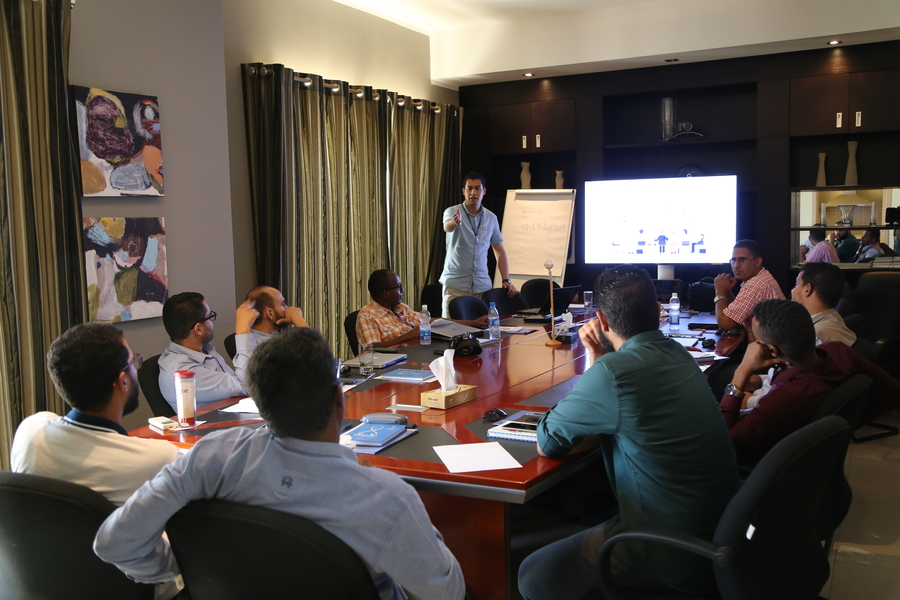 UN volunteer Ghazi Mabrouk delivering a training to nine UNDP field reporters and coordinators in Tripoli (©UNV, 2018)