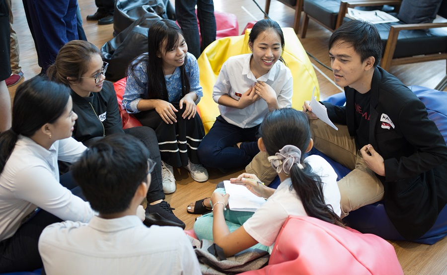 Participants from Indonesia, Myanmar, Thailand, and Viet Nam, discussing at the YVIC regional workshop.