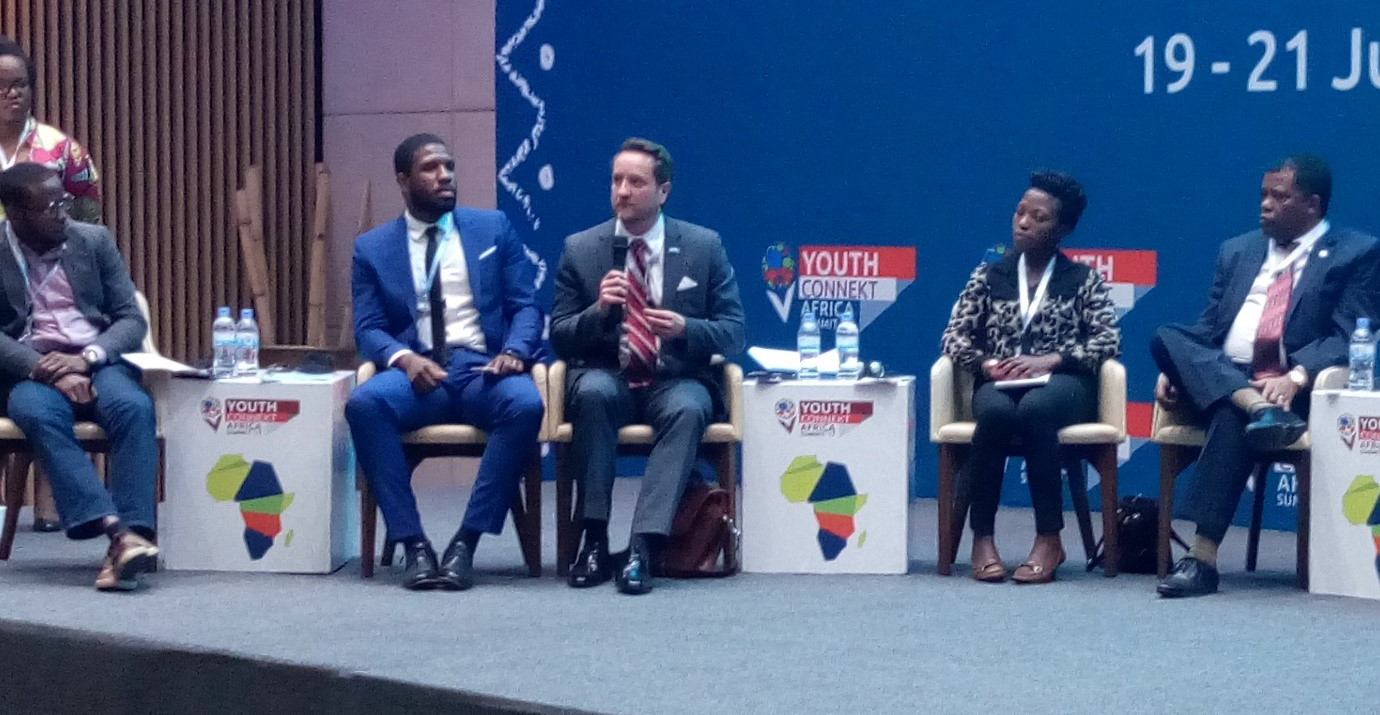 "Geoffrey Prewitt, Chief of UNV's Development Programming Section, participates in the high-level panel ""Youth Driving SDGs"" during the YouthConnekt Africa Summit. (Tchegoun Koba, 2017)"