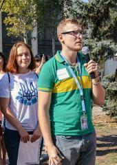 "Andrei and other volunteers working on the community garden ""StudParkovka"" in Eastern Ukraine.Andrei Lahunou (center) works in Kramatorsk, Eastern Ukraine as a UN Volunteer with UNDP."