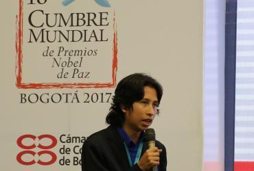 """Julián Rodríguez, líder juvenil que realizó un taller de """"Juventud por los Objetivos de Desarrollo Sostenible"""" en la Cumbre Mundial de Premios Nobel de Paz en Colombia."""