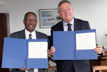 Moussa Oumarou, ILO Deputy Director-General for Field Operations and Partnerships, and Olivier Adam, Executive Coordinator of UNV, signed a memorandum of understanding to mobilize UN Volunteers to support ILO.
