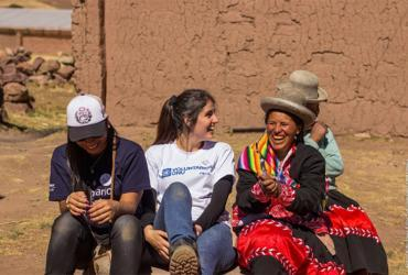 Mariana Iturrizaga (centre), a national UN Volunteer specialized in Multi-stakeholder Partnerships and Sustainable Development, serves with UNDP in Peru