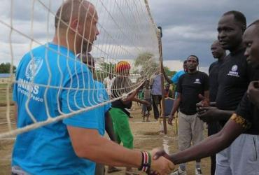 Marko Miljevic, International UN Volunteer Civil Affairs Officer with the United Nations Mission in South Sudan, during a peacebuilding sports activity.