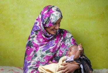 Fatma Lukman Mekki and her baby daughter Daniya benefited from UNICEF nutrition and breastfeeding counselling in Sudan.