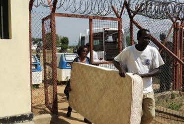 UN Volunteers in Bor provide bedding supplies for Bor Central Prison.