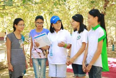 UNV with community volunteers in Uzbekistan