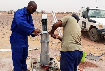 UN Volunteer Clifton Shimenga building a water pump in Western Sahara.