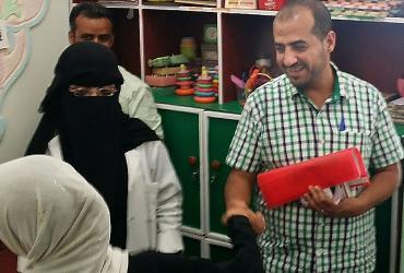 UN Volunteer Ghassan Alsanabani visiting a centre for children with special needs in Amran Governorate, Yemen.