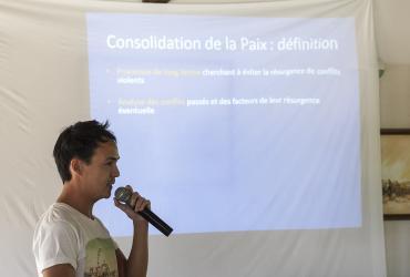 Jeune Volontaire ONU Olivier Sublard en session de promotion de la paix (programme VNU, 2016)